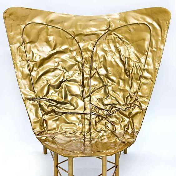 Kombis antigas viram matéria prima para cadeiras estilosas