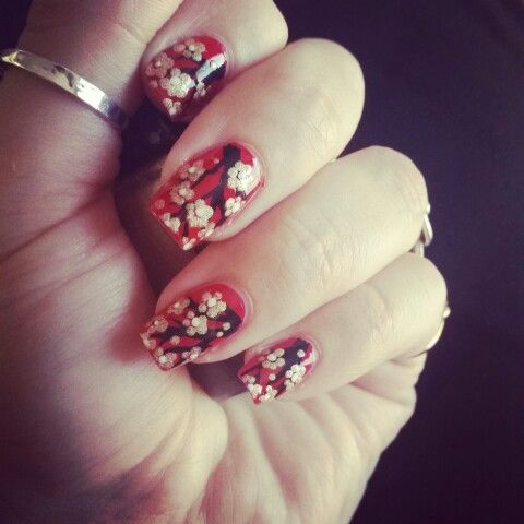 Nail art Chinese new year red and gold: