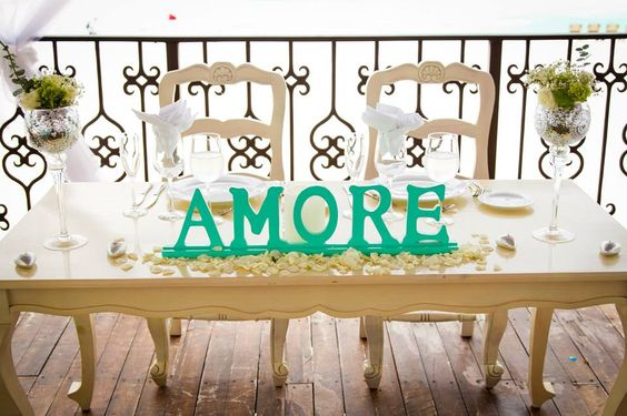 CBV217 Weddings Riviera Maya, Set of Vintage Sweetheart table and 2 chairs , AMORE mint sign /Bodas Set de mesa de novios con sillas y letrero en color menta, todo junto o por separado.