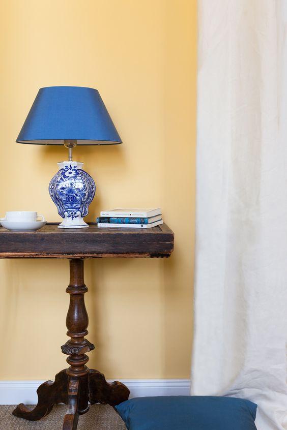 """Hier nochmal """"Easy Virtue"""" - dieses Mal im Wohnzimmer- Style. Die Farbe sieht einfach in jedem Raum toll aus!   gelbe Wandfarbe, Kreidefarbe, Kreideemulsion"""