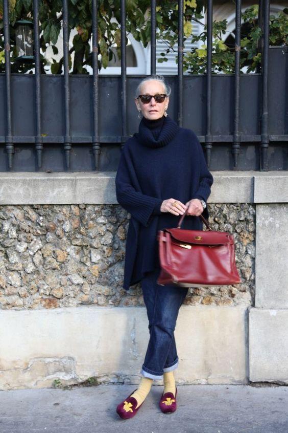 Oversize-Pullover mit Boyfriend-Jeans und Samt-Slippern - bequem, modern, ladylike. (Quelle: Linda V Wright)
