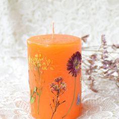 pressed flower wedding candles http://lumierespournosdefunts.blogspot.fr/