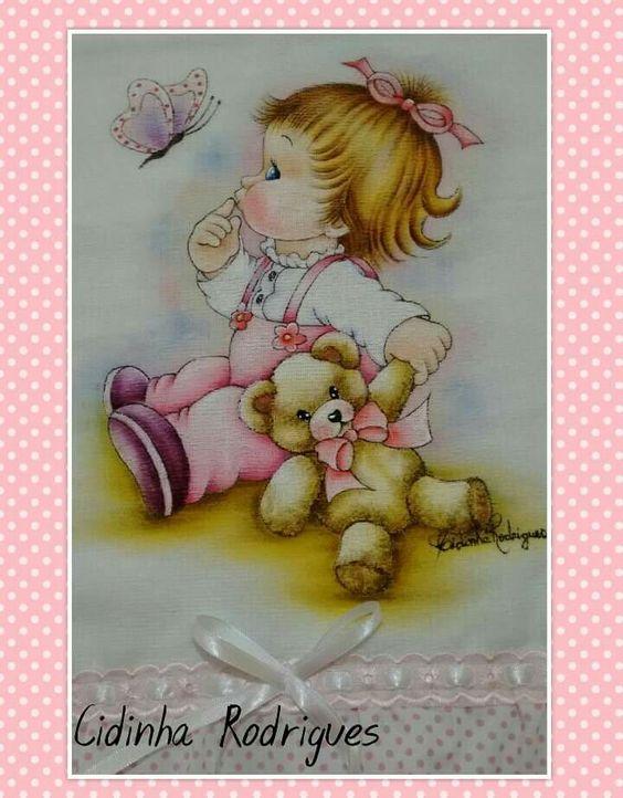 Menina sentada com urso