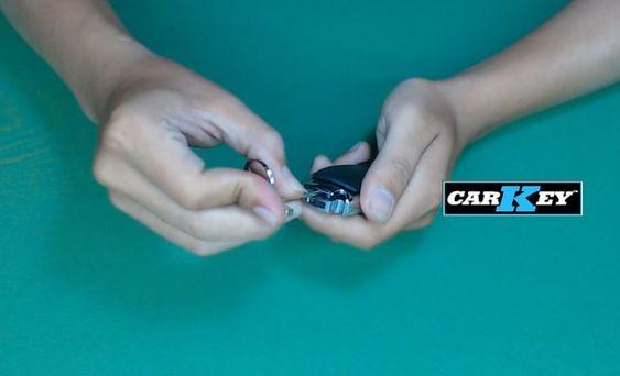 hướng dẫn thay pin chìa ô tô