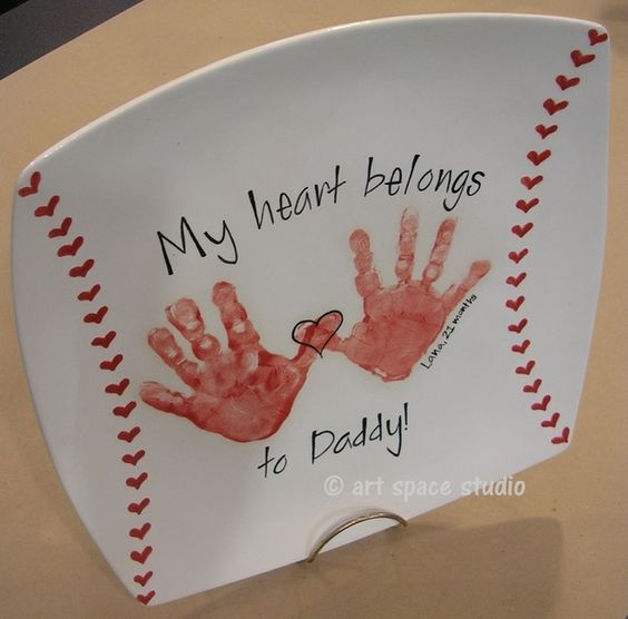 "DIY ""My Heart Belongs to Dad"" Baseball Plate ~ cute Father's day gift... would also be cute as ""My heart belongs to Grandpa"":"