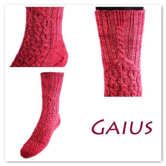 Het sokkenpatroon Gaius is geïnspireerd door het oude Rome. Het heeft een intrigerend kabelpatroon aan de voorzijde van de voet. € 3,50