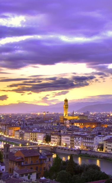 Place yourself in the center of #Florence within a huge medieval palazzo.