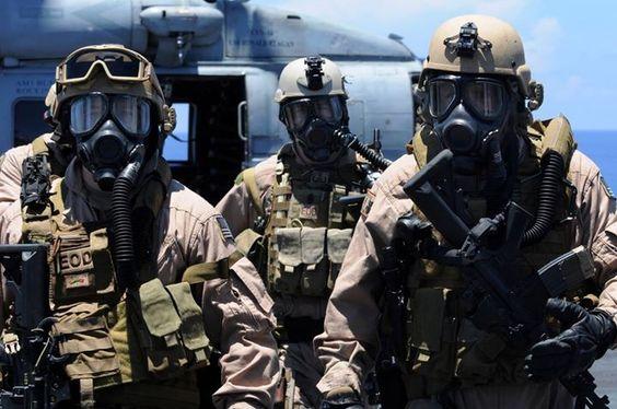 US Navy EOD Techs http://ift.tt/1KQ7U5H