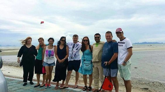 A group photo on an island tour day