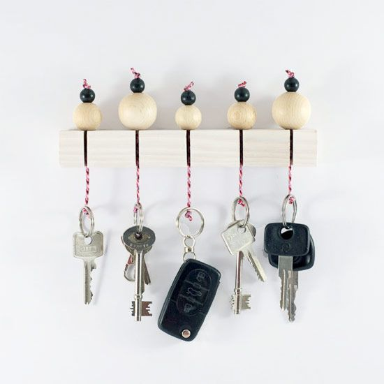 Make this very stylish key rack with just a few supplies! It´s so easy and yet so clever. (in German with step-by-step pictures):