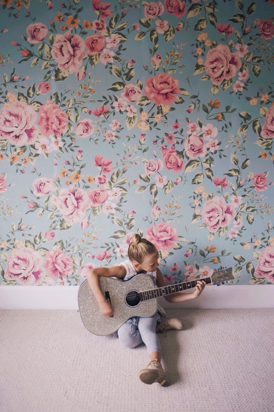 Cutesie Floral Wallpaper // Girly Rooms