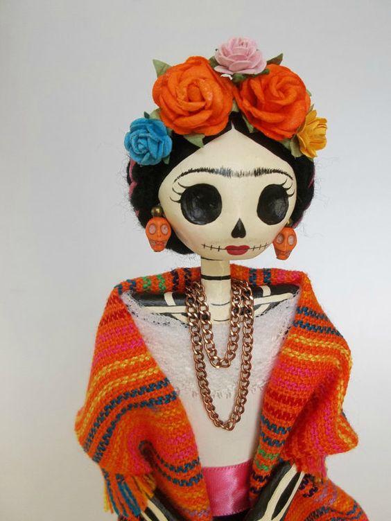Frida Kahlo Catrina Doll. Mexican Paper Mache Catrina. Dia de los Muertos. Catrina de Papel Mache