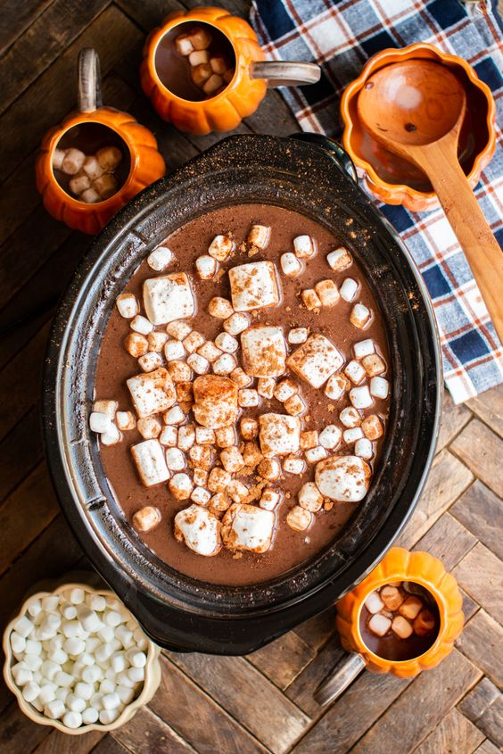Slow Cooker Pumpkin Spice Hot Chocolate #slowcooker #crockpot #hotchocolate #pumpkin #pumpkinspice #chocolate #fall #autumn