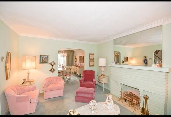 """Quaint House Really Brings The 1950s Back 