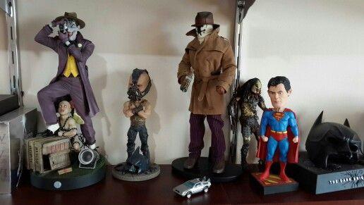 Heróis e vilões.