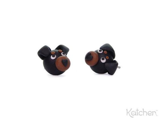 Niedliche Fimo Hunde Ohrringe: Rottweiler von KatchenDesignsBerlin
