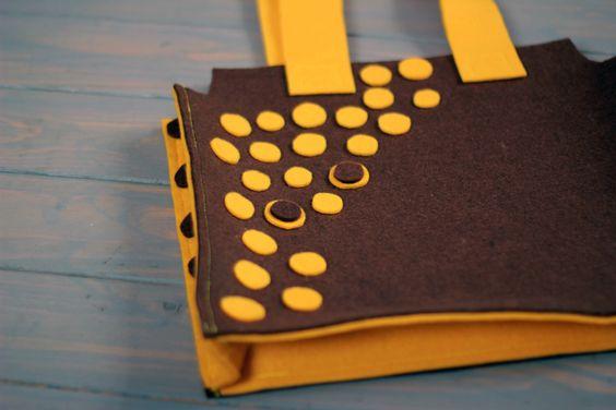 Sarı Benekli çantamızın fiyatı 25 TL dir. dilediğiniz her renk ve boyutta yapılabilmektedir. sipariş için : gzdeabay@hotmail.com dan benimle irtibata geçiniz :) Kapıda ödeme seçeneği mevcuttur.
