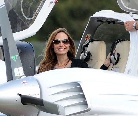 Angelina Jolie and her Cirrus SR22