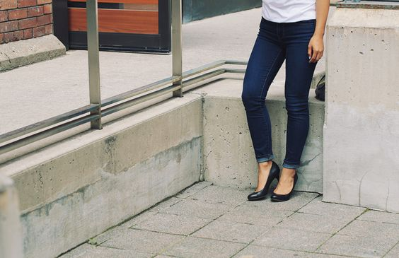 But first, let me take a Célfie. | http://www.sharpandsavory.com/but-first-let-me-take-a-celfie/  Gap Skinny Jeans and Black Sam Edelman Heels