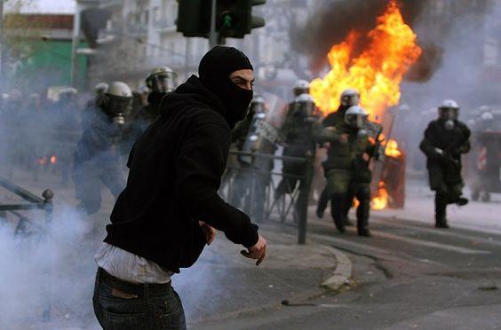 """""""A única coisa que mete medo em político é o povo nas ruas."""""""