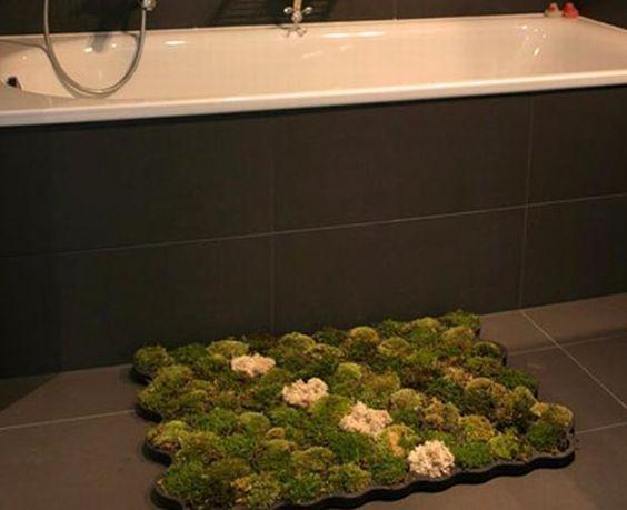 Un tapis de bain en vraie mousse by Nguyen Chanh