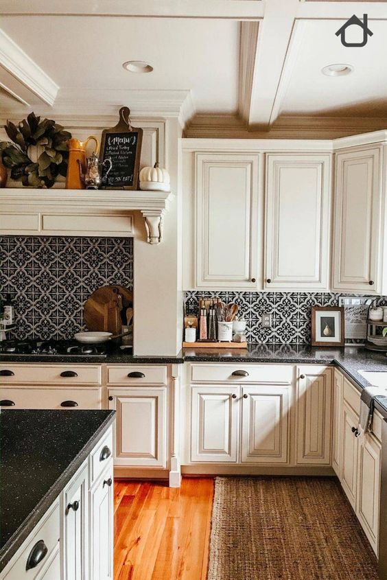 Traditional farmhouses are designs that keep on making a comeback because of their timeless appeal. Its rustic beauty is mostly defined by wood, stones, and mud brick tinted with the colors of the earth. These combinations are what evoke its ruggedly beautiful aesthetics. So in this post, we will bring you some cool inspirational ideas of a farmhouse backsplash to get started!