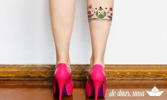 tatuagem passarinhos na panturrilha de duas uma