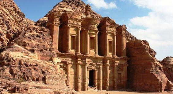 O Mosteiro de Petra provavelmente, foi construído para fins astronómicos associados com o movimento do Sol ao longo do ano.