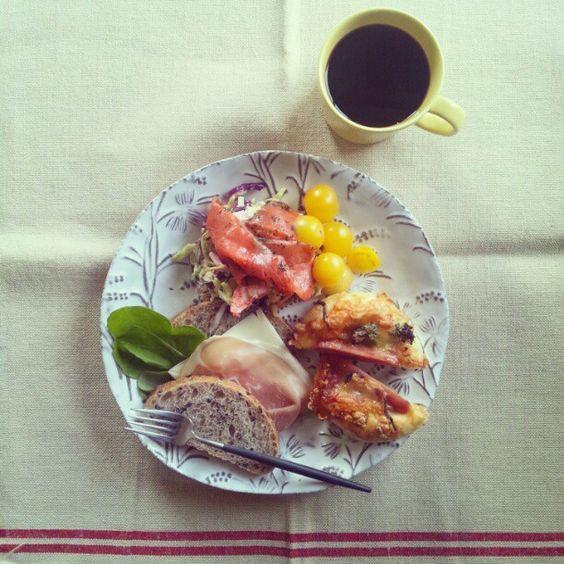 おはようございます。polonさんのサルサソーセージパンと黒米ブールのサンドイッチを朝からもりもりいきます♪ - @gumby0467- #webstagram