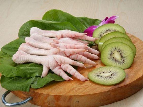 Covesia.com - Saat ini, ceker ayam banyak dicari orang, lho! Meskipun dagingnya tak banyak, tapi manfaatnya jangan ditanya. Bagian kaki ayam ini mengandung...