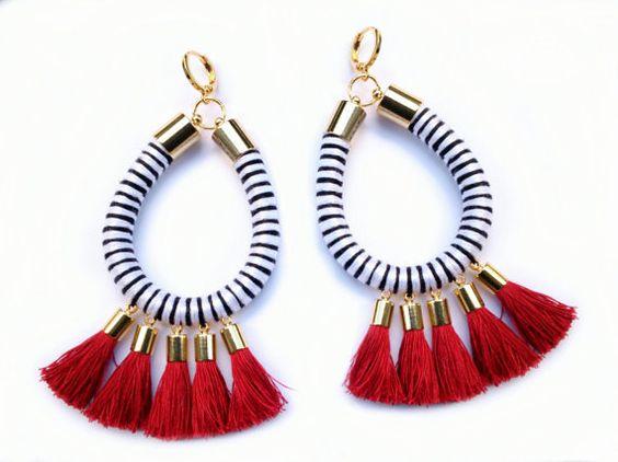 Pendientes de la cuerda con las borlas rojas por JewelryPops