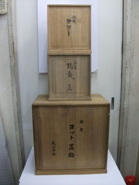 """Antique Japanese Paulownia Boxes ■Wooden box of a paulownia. TAKEHIKO's work. Material :Paulownia tree. 40 cm(15.69"""") in height. 27 cm(10.59"""") in length. 39 cm(15.29"""") in width. 25 cm(9.80"""") in height. 18 cm(7.06"""") in length. 