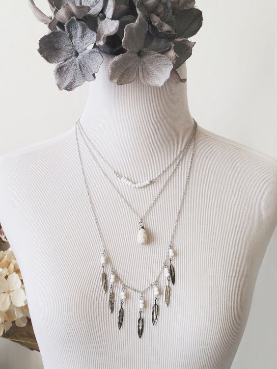 Leila Layered Leaf Necklace (SILVER/WHITE)