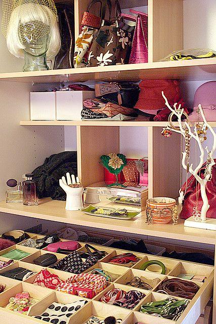Organized accessories organized closet dressing room - Organisation dressing ...