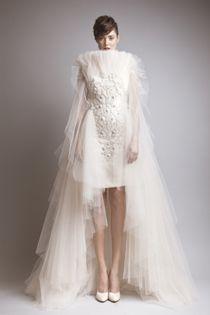 Robe de mariée courte Haute Couture avec incrustations de broderies et volumineux ajouts de tulle de soie - Robe: Ashi Studio Couture, Automne-Hiver 2013 #weddingdress #bridaldress #hautecouture