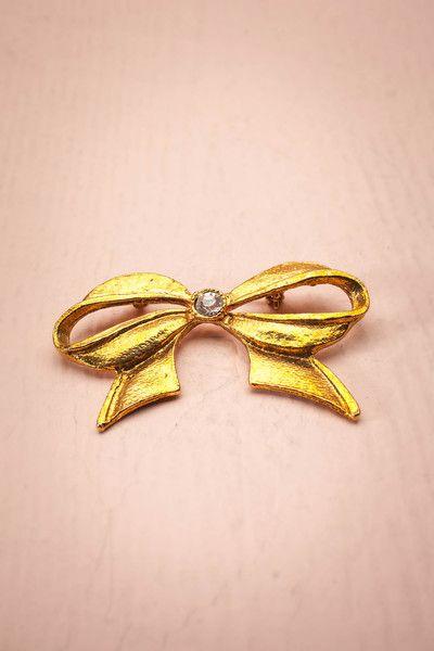 Benzaiten ~ Vintage ♥ Cette boucle symétrique est subjuguante. Portez-la et vous serez charmante.   This symmetrical bow is captivating. Wear it and you will be charming.  Dimensions: 5,5 xm x 3 cm