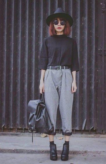 Погледнете: http://lb.nu/look/7027532 Още снимки от Phen Holy: http://lb.nu/phenholy Елементи в този вид: Sheinside Pant #grunge #minimal #punk