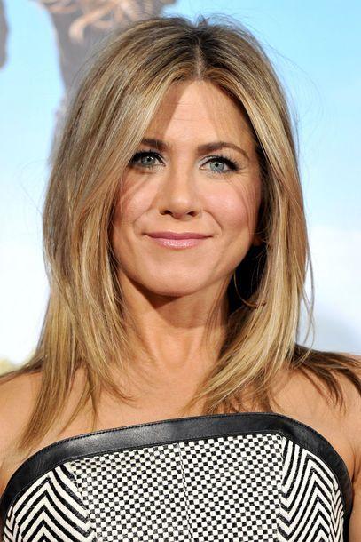 aniston bob | Jennifer Aniston mit einem schulterlangen, im Nacken etwas kürzer ...