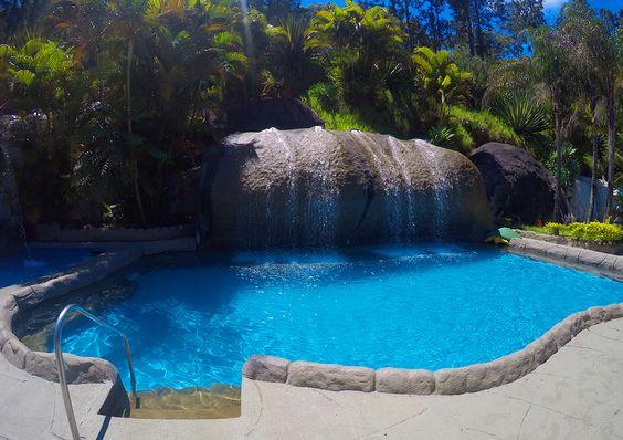 Olha só que delícia esse lugar! ❤ Juntamos tranquilidade e diversão porque é disso o que você precisa, né? Clique e garanta sua vaga na Pousada Magic City!  #hotel #viagem #pousada #descanso #pousada #familia #amigos #pool #paisagem #paraiso #natureza #nature #amazing #piscina #diversao #funtimes