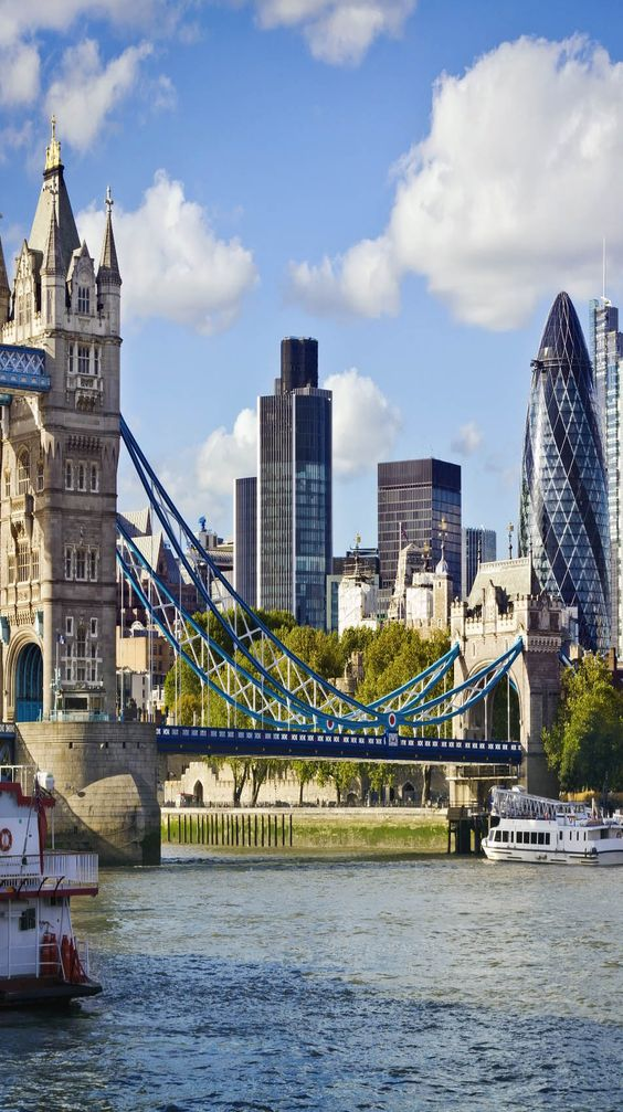 Financial District of London and the Tower Bridge, England | See why London is a Marvelous Tourist Destination: