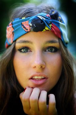 Love these head wraps too- and her eye make-up is pretty