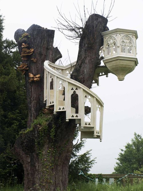 Gothic treehouse.. oh this is just too good!