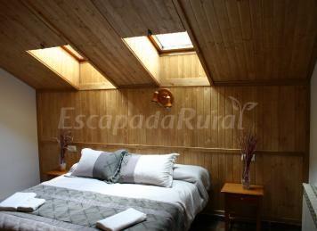 Los Parrales le ofrece una estancia garantizada de tranquilidad y bienestar en habitaciones con todos los servicios para que usted sólo goce del entorno natural...