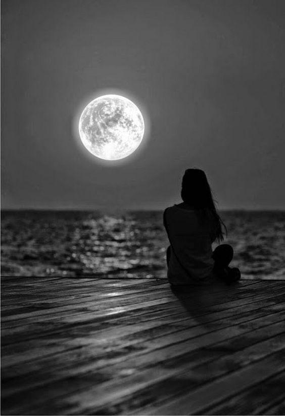 Un Pensamiento — Luna de sueños su luz el encanto de tu...