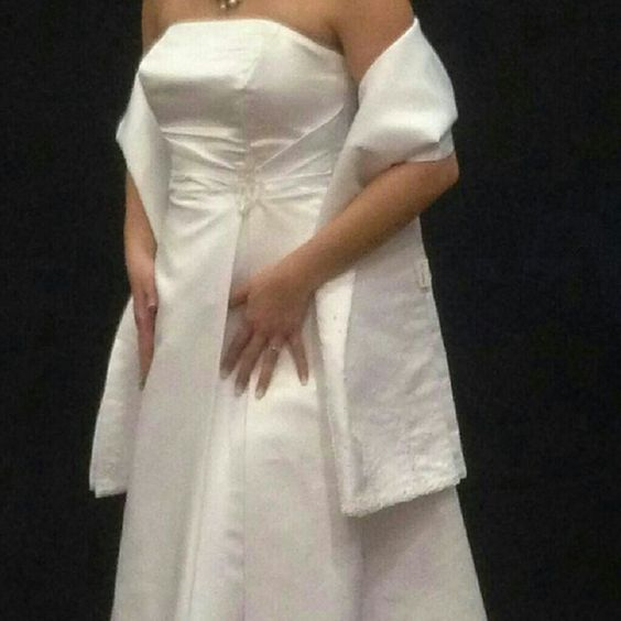 Wedding Dress Beautiful white wedding dress, size 12, worn once. Without shall pictured. David's Bridal Dresses Strapless