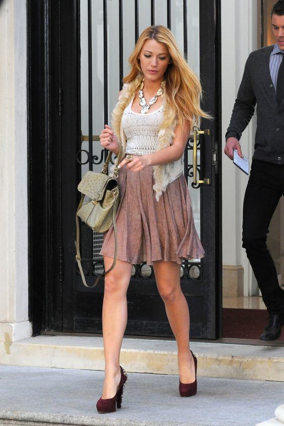 blake lively gossip girl fashion | Blake Lively gossip girl fur vest green bag wine red heels big ...