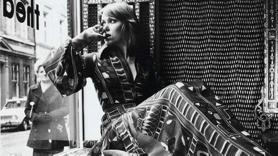 Por que os anos 70 estão de novo na moda? - BBC Brasil