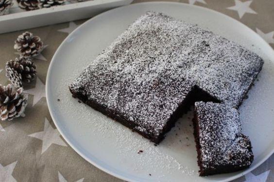 genialer Schokoladenkuchen  http://www.family-cookies.de/2015/02/genialer-schneller-fluffiger-schokoladenkuchen-vom-blech-eifrei-lactosefrei-perfekt-auch-fuer-veganer/