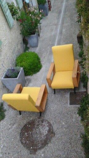 fauteuils jaunes