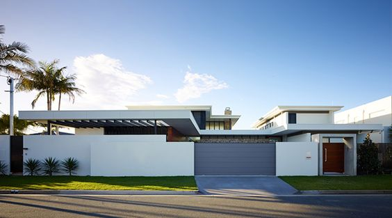 17 Gorgeous Mid-Century Modern Exterior Designs of Homes For The Vintage Style Lovers is a collection that brings you vintage home designs to compare with the contemporary ones.